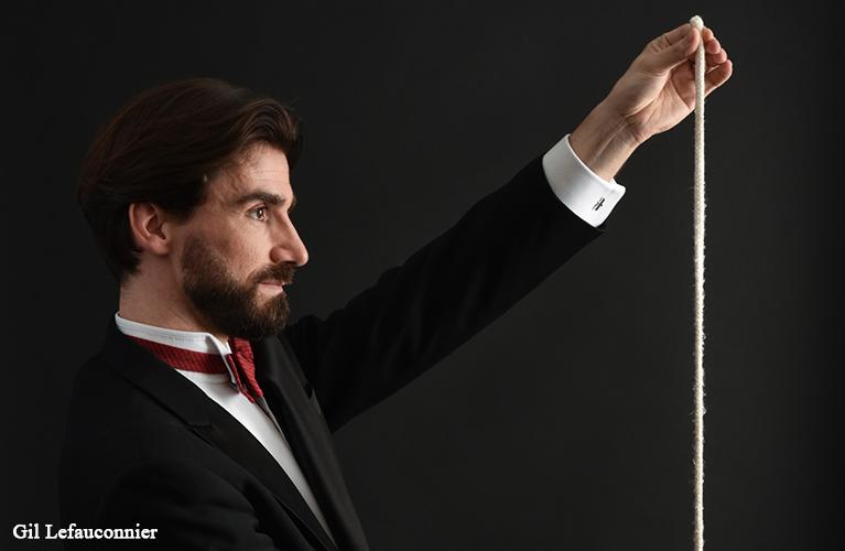 Magician in Paris, speaking russian